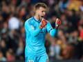 Вратарь Валенсии дважды спас ворота и удивил соперников своей реакцией