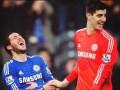 Полузащитник Челси посмеялся над дриблингом вратаря своей команды