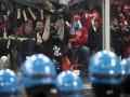 Фотогалерея: Буйный нрав. Сербские фанаты сорвали футбольный матч