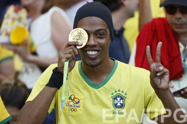 Роналдиньо: «Неймару неповезло, ониграет вэпоху Месси»