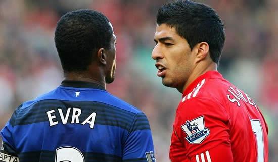 Пожмут ли два футболиста друг другу руки?
