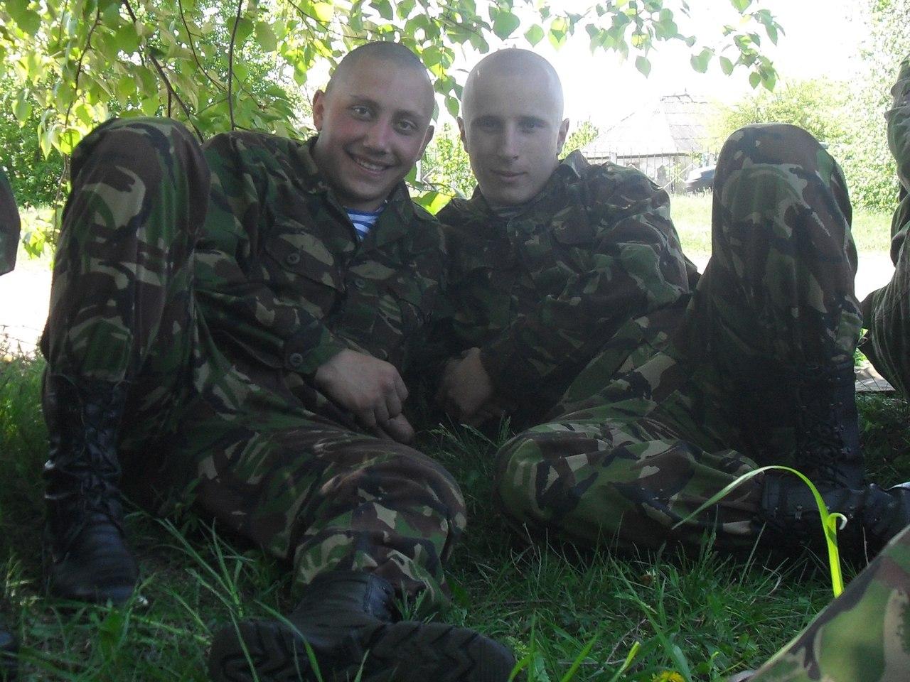 Максим Бендеров (слева) служил в разведке
