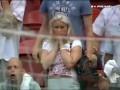 Блондинка и футбол. Преждевременная голевая радость фанатки