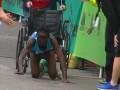 Бегунья из Кении на четвереньках приползла к финишу марафона