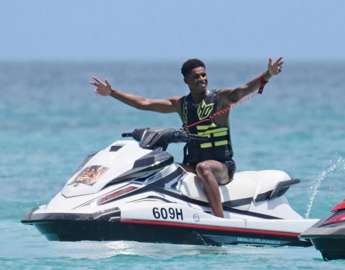 Маркус Рашфорд отдыхает на Барбадосе
