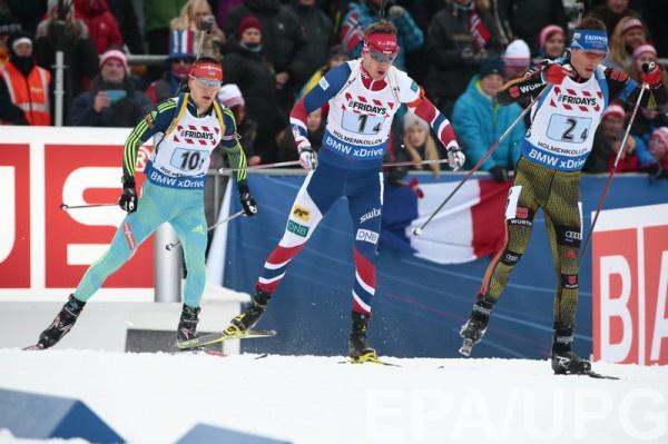 Дмитрий Пидручный (слева) в погоне за лидерами гонки