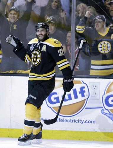 Бостон выигрывает третью игру финала NHL