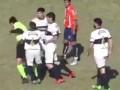 В Аргентине во время матча футболист атаковал арбитра