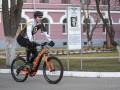Кличко на велосипеде приехал голосовать на выборах президента Украины