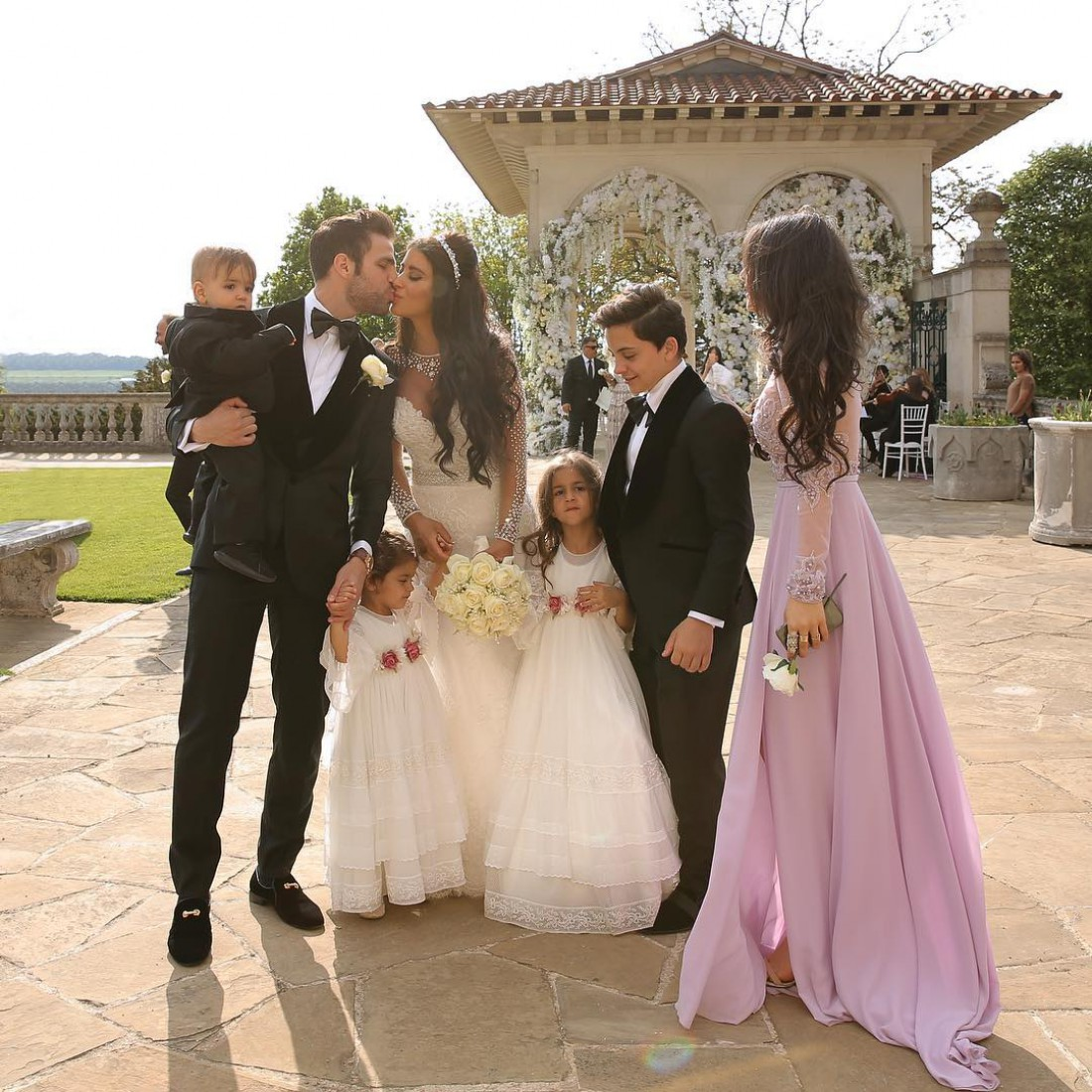 Сеск Фабрегас и Даниэлла Семаан с детьми