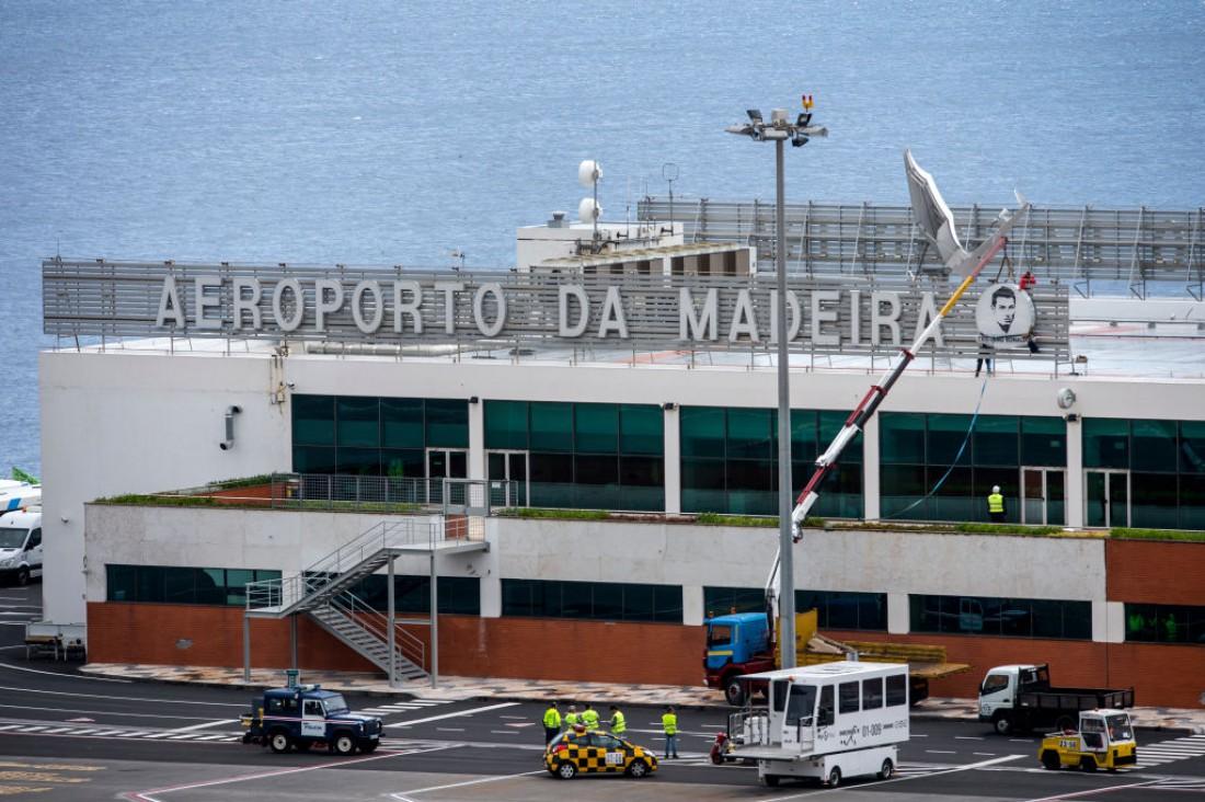 Изображение Криштиану Роналду на аэропорту Мадейры