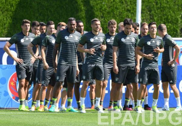 Сборная Германии на тренировке перед матчем с итальянцами