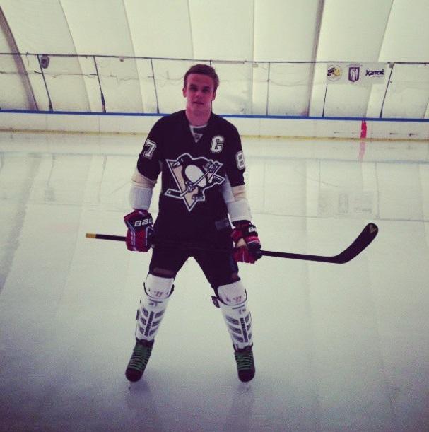 Коваль сыграл в хоккей