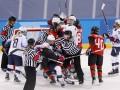 Хоккей на ОИ: американки и канадки устроили массовую потасовку на последней секунде матча