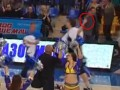 Баскетболист показал неприличный жест своему бывшему клубу