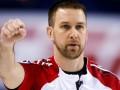 Канадский керлингист едва не разбил голову во время игры