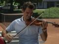 Федерер ужасно заиграл на скрипке (ВИДЕО)