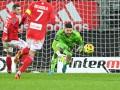 В чемпионате Франции вратарь едва не забил мяч в свои ворота