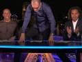 Наставник Вест Хэма встал от радости на стол, отмечая гол сборной Франции