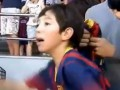 Трогательное видео. Игрок Барселоны заставил мальчика плакать от счастья