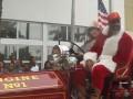 Бриггс нарядился в Санта Клауса и раздал фанатам подарки