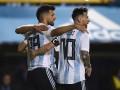 Базу сборной Аргентины украсили воинственными постерами