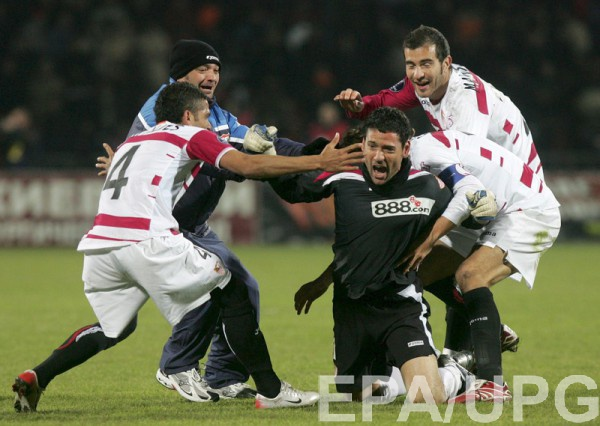 Вратарь Севильи Андрес Палоп забил гол и перевел матч в экстра-таймы