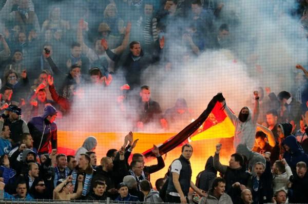 Фанаты Зенита сожгли немецкий флаг на трибунах в Дортмунде