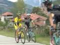 Два велогонщика подрались во время этапа на Вуэльте (видео)