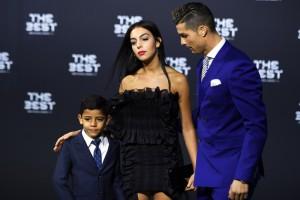 Роналду привел новую подружку на церемонию ФИФА