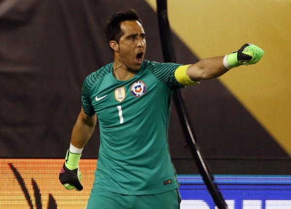 Голкипер сборной Чили Клаудио Браво - один из героев матча