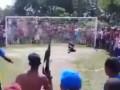 В Бразилии болельщик пришел на матч неизвестных команд с автоматом