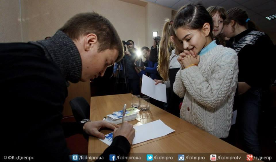 Руслан Ротань встретился с учениками днепропетровской школы