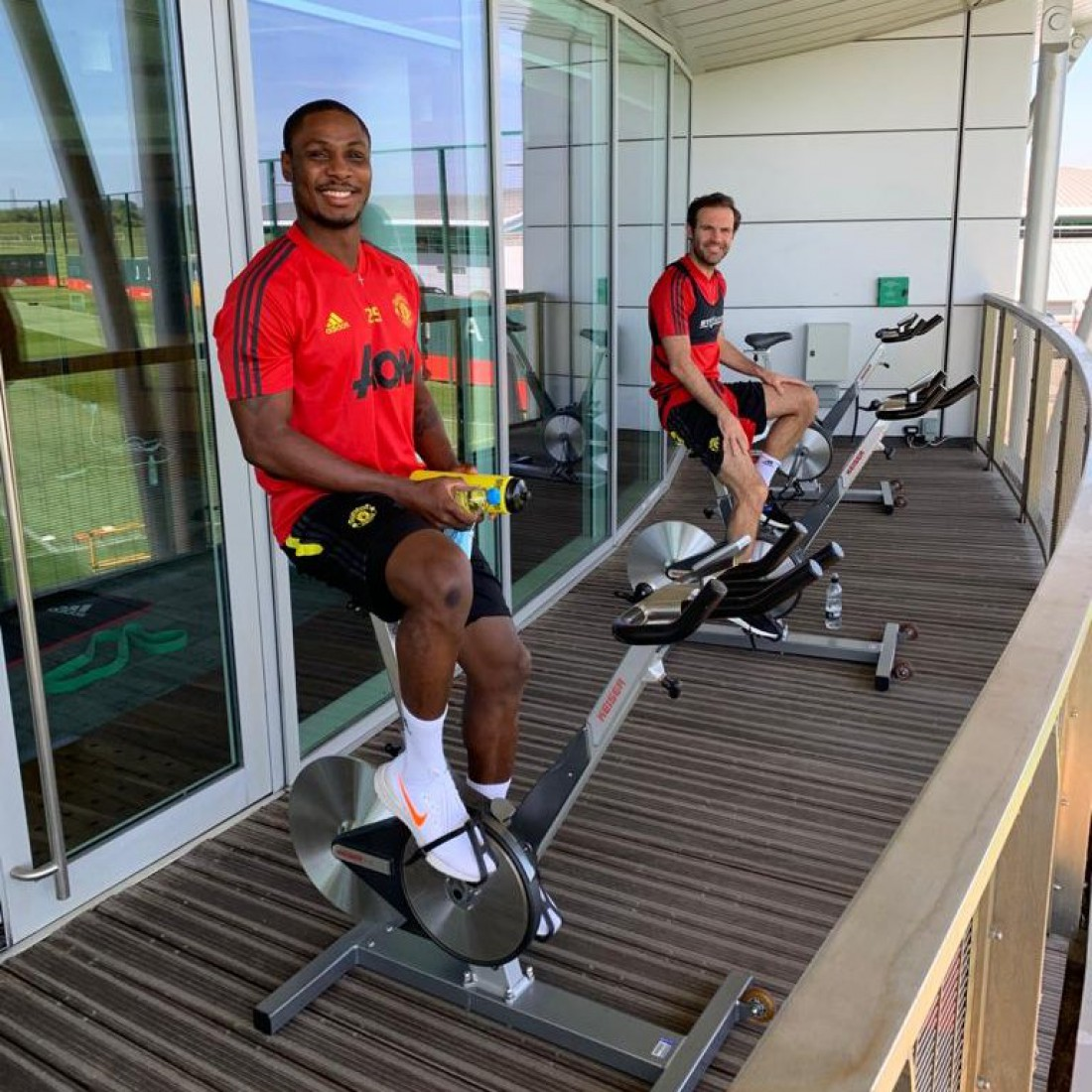 Манчестер Юнайтед возобновили тренировки