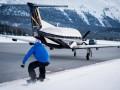 Сноубордист-экстремал развил скорость в 125 км/ч, прицепившись к самолету