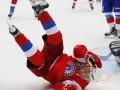 В сети остро высмеяли падение Путина на хоккее