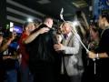 Чемпион вернулся: фото встречи Усика в киевском аэропорту