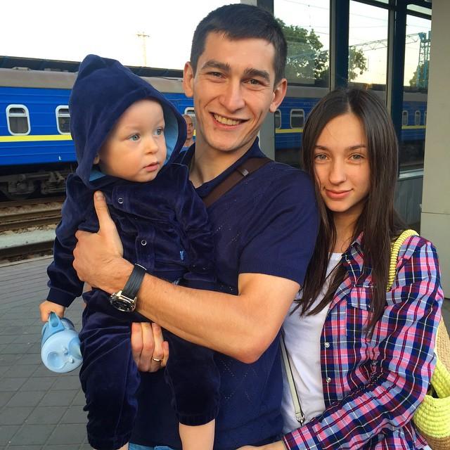 Тарас Степаненко проводил семью в Крым