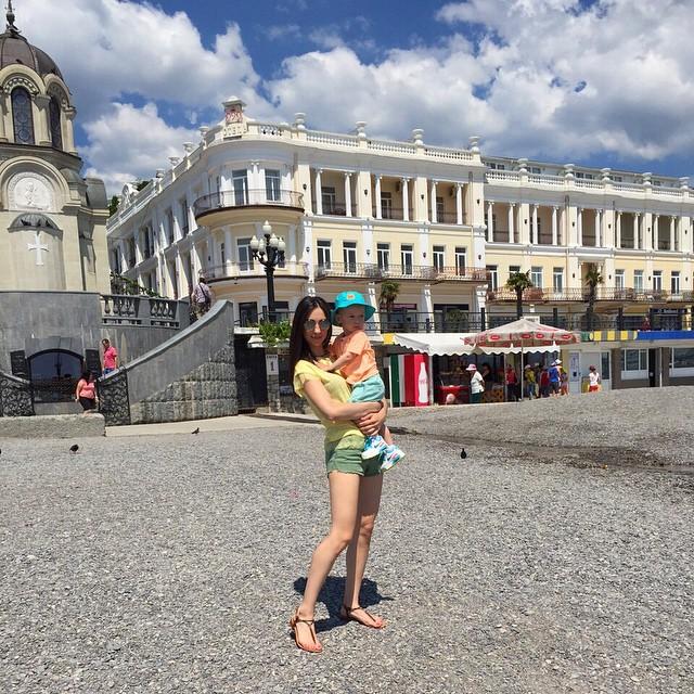 Жена Тараса и сын в Ялте