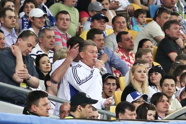 Блохин пошел на трибуну смотреть футбол