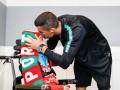 Роналду перед поездкой на ЧМ-2018 осчастливил двух юных болельщиков