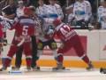За того парня. Радулов дерется с финским хоккеистом