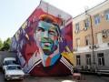 В Казани к приезду Месси сделали издевательское граффити с Роналду