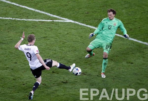 Андрей Пятов во время матча с Германией