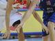 Рикки Рубио спорти за мяч с Арчибальдом