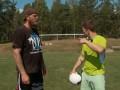 Боксер Роберт Хелениус показал вратарю, как нужно выбивать мяч кулаком