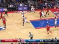 Лучший момент дня в НБА: Игрок Детройта забросил мяч со своей штрафной линии