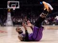 Данк ЛеБрона и победный трехочковый Батлера - среди лучших моментов дня в НБА