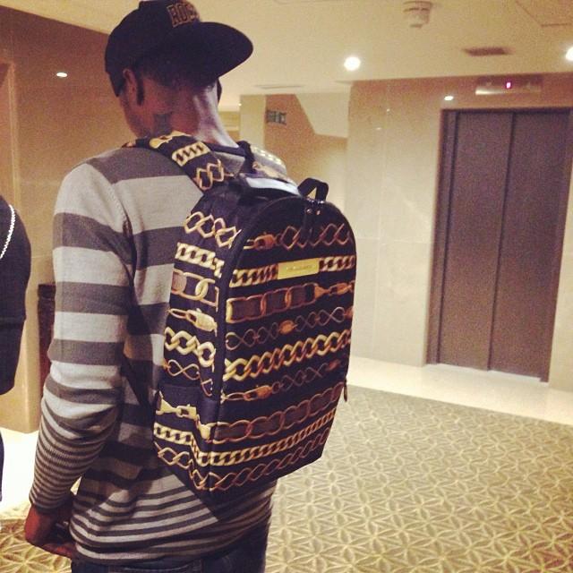 Браун Идейе и его рюкзак