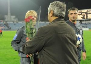 Тренер Шахтера подарил цветы некогда оскорбленной им женщине-арбитру